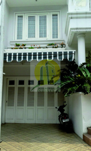 Carport dan Garasi Rumah Mewah Pondok Indah.jpg