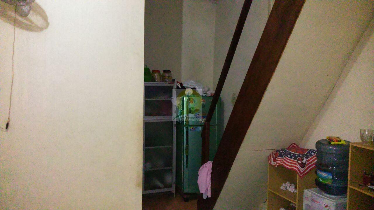 Akses menuju lantai 2 rumah dijual di Cijantung.jpg