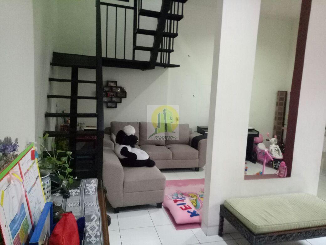 Ruang Keluarga Rumah Second Murah Strategis dekat Walikota Tangsel